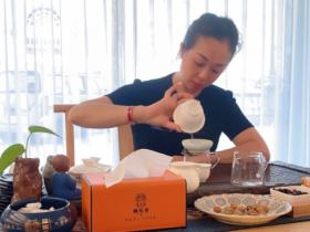 茶界女神朱芳:从武夷红单店盈利0.5亿到中国名山茶品牌龙叙堂