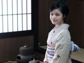 赠予丹下明月女士的茶诗妙句《赠日本国际茶道丹月流丹下明月宗家》赏析