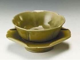 唐代诗人陆龟蒙《奉和袭美茶具十咏·茶瓯》注释/翻译/赏析_关于茶杯茶碗的诗句