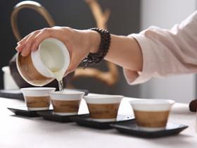 精美的茶诗对联《清泉尚流远_溪景品茶香》注释赏析_关于品茶悠闲的诗句