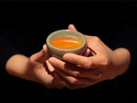 描写品茶心境的精美诗句《咏普洱茶》赏析_关于禅茶一味的普洱现代茶诗