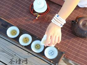 赞美卢仝七碗茶的精美诗句《武夷茶》赏析_仅夸六碗便通灵 得似仙山石浮清