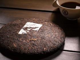 赞美普洱茶园的茶诗妙句《思茅茶树良种场吟》赏析_关于普洱学院的现代茶诗