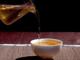 唯美的现代茶诗妙句《赞景谷民乐大白茶》赏析_云南大白茶的详细介绍