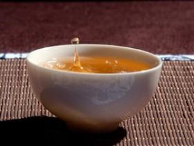 赞美普洱茶的现代茶诗《品茶》赏析_描写读书品茶的诗句