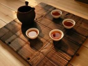贵州茶叶泰斗何道瑜的精美茶联<香茗一口品味人生苦涩_清茶七碗感悟世事艰辛>赏析